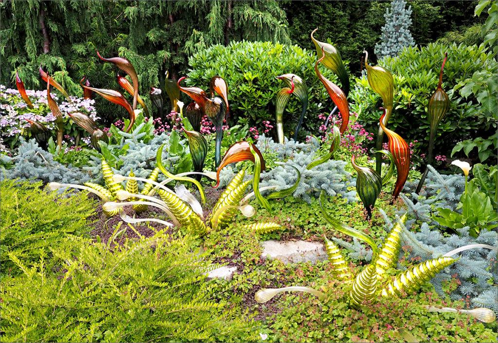 Flock of abstract birds sculptures