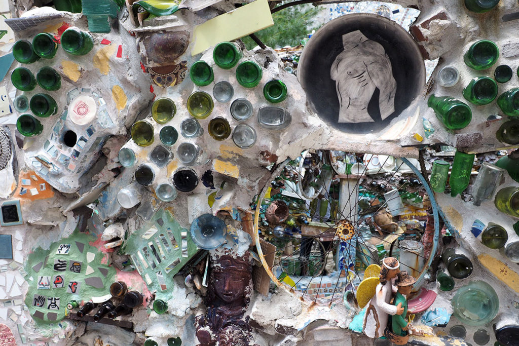 Bottles and old bicycle wheels are a frequently used construction in the Magic Gardens