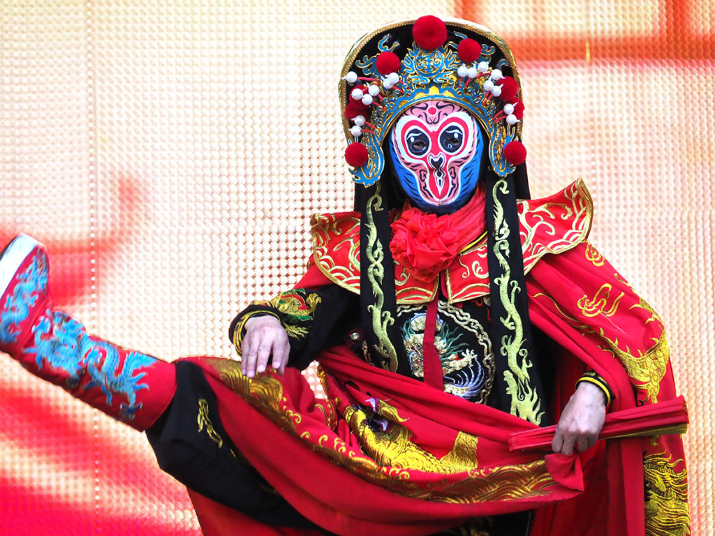 """Chinese 'face changer"""" performs at Philadelphia Chinese Lantern Festival"""