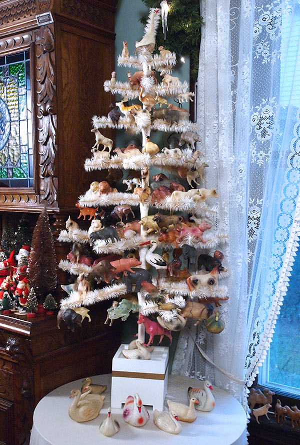 A white feather Christmas tree like those used in 19th-century Germany